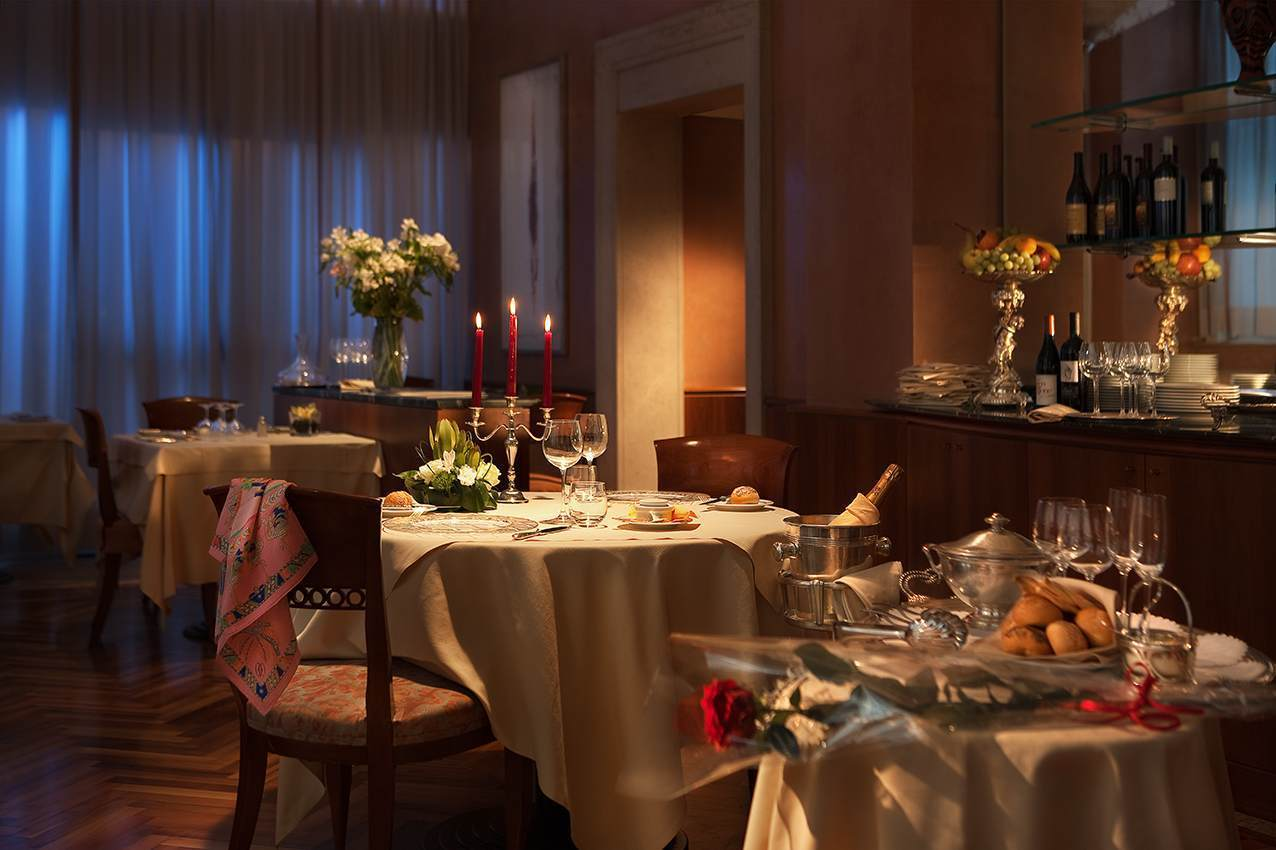 https://www.hotelcavour.it/wp-content/uploads/2016/03/cena-romantica.jpg